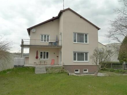 1-2 Fam. Haus, großer sonniger Grund im Zentrum, neue 3-fach Fenster