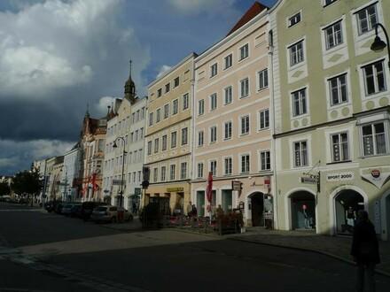 Geschäftslokal direkt am Stadtplatz, grosse Auslagen