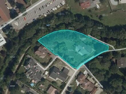 Baugrundstück für Bauträger oder privaten Bauherren, der einen großen Garten sucht.