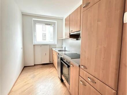 Linz/Urfahr(Lindengasse): Mietwohnung ca. 80 m2, 3 Zi. + Küche (komplett ausgestattet) -AUCH für 2er WG geeignet