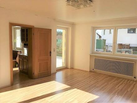 Herzogsdorf: Gemütliche ca. 105 m² Mietwohnung + Terrasse und Garten in grüner Ruhelage in einem Zweifamilienhaus