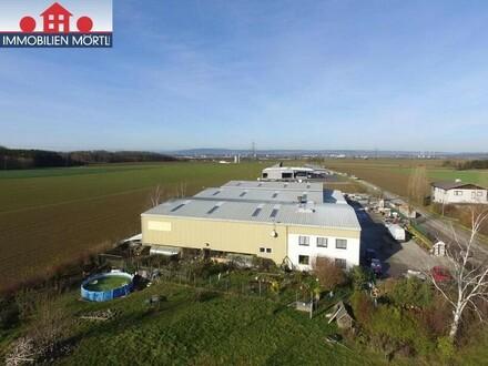 BETRIEBSOBJEKT MIT 1.600 m² ISOLIERTEN HALLEN UND WOHNMÖGLICHKEIT