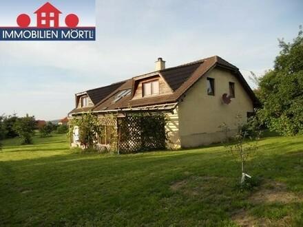Ein- oder Zweifamilienhaus mit wunderschönem Garten NÄHE HORN