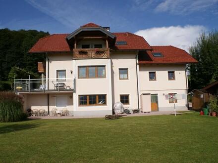 Gemütliche 2.Zi.-Wohnung mit großer Terrasse nahe Salzburg