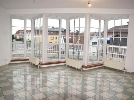Große 3-4 Zi.-Wohnung mit zwei Balkonen