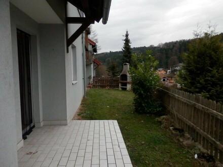 Sonnige Terrassenwohnung mit kleinem Garten