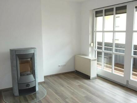 Erstbezug nach Sanierung: 3.Zi.-Wohnung mit großem Balkon