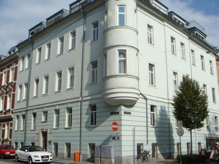 Schöne Altbauwohnung | 3,5 Zimmer mit guter Ausstattung im Zentrum