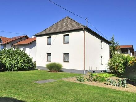Sehr ruhiges und großzügiges Mehrfamilienhaus mit wunderschönem Garten und Laube!