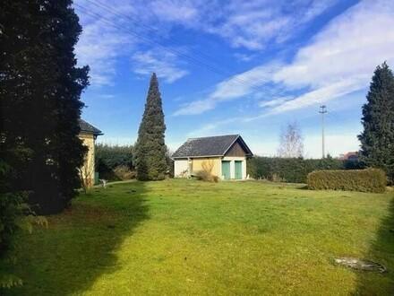 Einfamilienhaus mit traumhaftem 1629 m² ebenem Grundstück + Garagen!