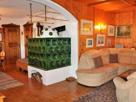 Wohn- u. Esszimmer mit Kachelofen