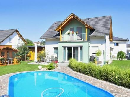 NEUWERTIGES Einfamilienhaus mit traumhaftem Garten + Pool!