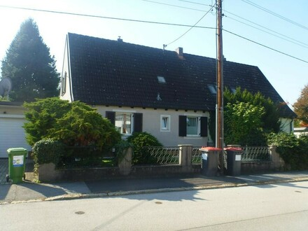 Doppelhaus mit außergewöhnlich großem, wunderschönem Garten in Keferfeld