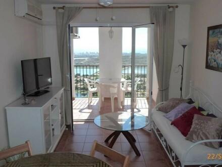 Wohnraum mit Balkon und Meerblick