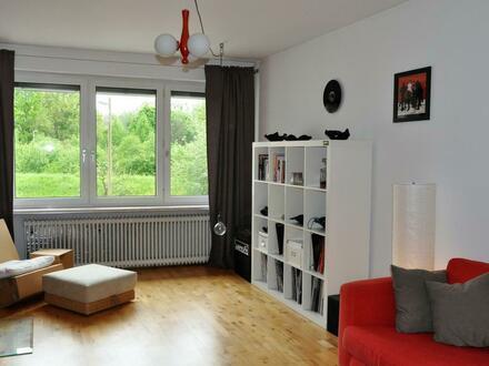 Wohnzimmer - Blick ins Grüne