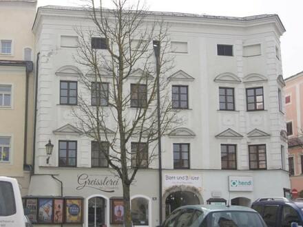 ERSTBEZUG nach Sanierung - 75 m² Altbauwohnung am Stadtplatz