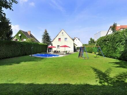 Einfamilienhaus mit großem, ebenen Garten und Pool am Tabor!