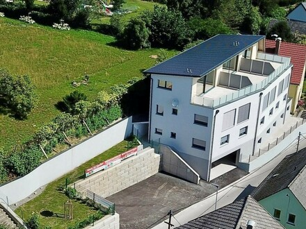 Moderne Eigentumswohnung mit großzügiger Dachterrasse und fabelhaftem Ausblick! Top 1