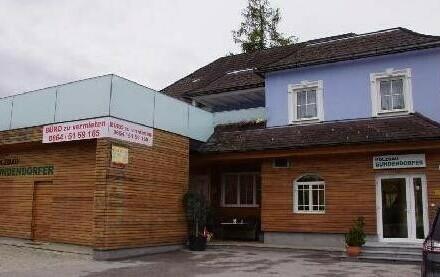 Büro mit eigenen Parkplätzen direkt vorm Eingang