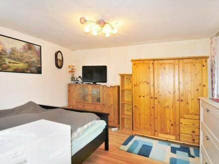 2 Häuser zu verkaufen - großes Wohnhaus zum Einziehen + kleines Wohnhaus vermietet!