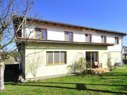 156 m² Wohnfläche - Haushälfte mit Garten, Pool und Garage!