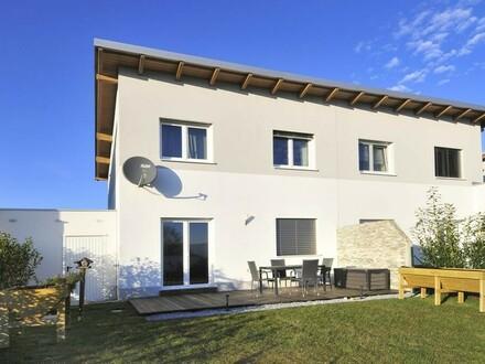 Neuwertige Doppelhaushälfte mit Garage und großem Grund in DIETACH!