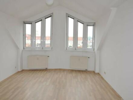 4-Zimmer Wohnung mit kleiner Loggia - Nähe Zentrum