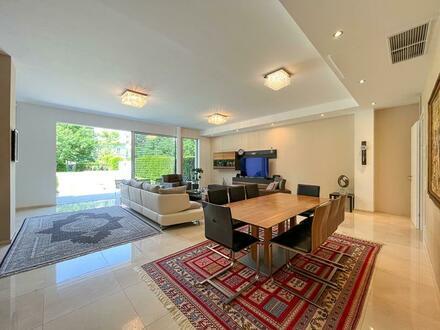 Eine Welt für sich im Dom-Viertel - mit Garten & Pool!