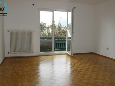 Große 3 Zimmer Wohnung mit Balkon in 3-Familienhaus