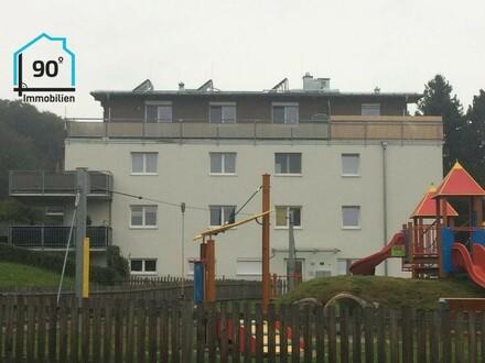 Neuwertige 4-Zi.-Wohnung im Zentrum von Hof mit sehr großem Balkon
