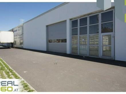 Außenansicht Gebäude mit 2 Rolltoren I
