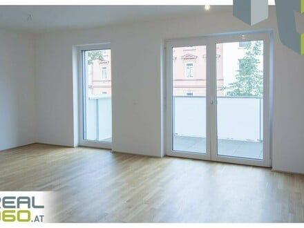 Wohn-Essbereich mit Balkonzugang