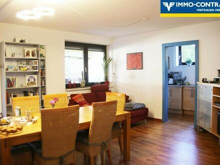 Esswohnzimmer mit Blick in die Küche