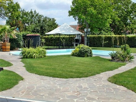 Wohnung mit traumhaftem Pool- und Gartenzugang