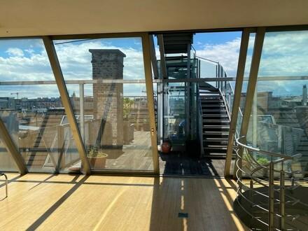 Dachgeschoß-Atelier mit Potenzial und Eigentumsgarage für 5 PKWs