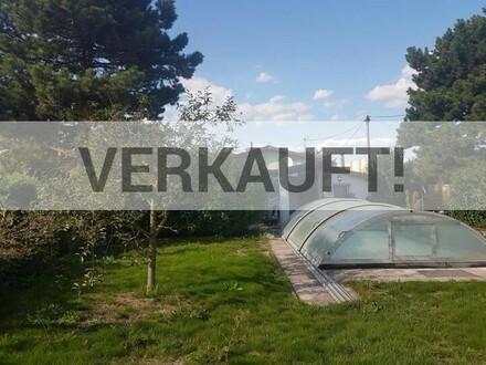 """Kleingartenhaus auf Eigengrund mit Pool nahe Citygate U1"""