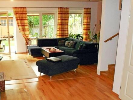 01. Wohnzimmer Gartenblick - Miethaus Gießhübl