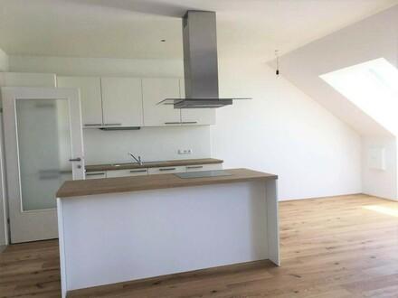 Dachgeschosswohnung inkl. Einbauküche und Loggia - ERSTBEZUG