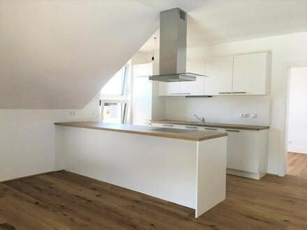 Moderne Dachgeschosswohnung inkl. Einbauküche - ERSTBEZUG - Top A12!