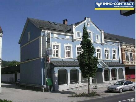 Bestandsfreies teilsaniertes Zinshaus, ca. 870m² Nutz- u. Wohnfläche plus 14 Garagen u. 15 KFZ-Stellplätze!