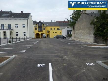 1 Parkplatz zu vermieten, eingezäunt