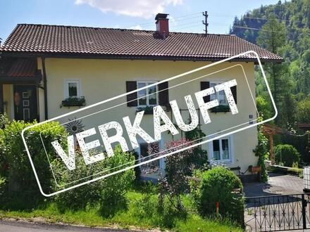 Anlageobjekt! Haus mit zwei Wohnungen! (OG ist unbefristet vermietet, EG ist frei) PROVISIONSFREI für Käufer!