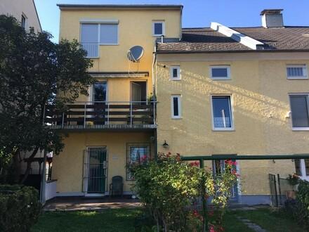 Büro & Wohnen - sehr gepflegte Haushälfte mit 3 Wohneinheiten