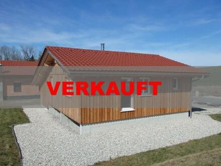 Kompakter Wohntraum aus Holz mitten im Grünen