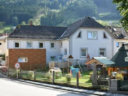 Zweifamilienhaus mit angebautem Geschäftslokal