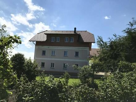 Bauernhof mit Ausblick ins Gebirge