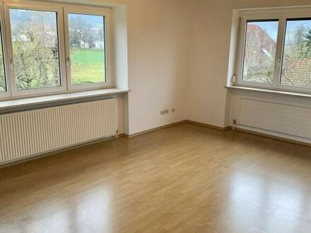 Schöne teilmöblierte Wohnung in ruhiger Lage ++provisionsfrei++