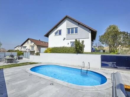 Sehr schöne DG-Wohnung mit Garten und Pool