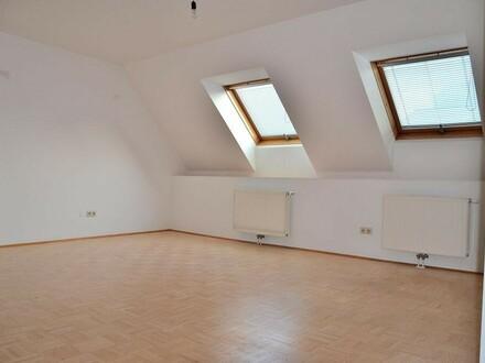 Dachgeschoss Maisonette, ruhige Lage