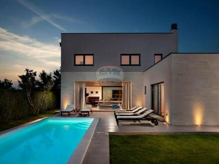 ISTRIEN: Moderne Villa mit Pool